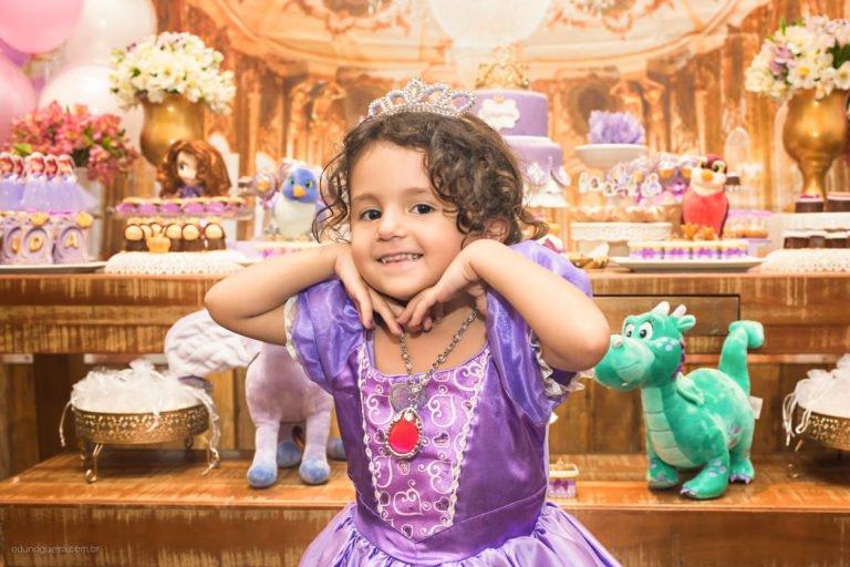 Aniversário de 3 ano da Eduarda registrado pelo fotógrafo de festa infantil RJ Edu Nogueira num lindo cenário com a princesa sophia nessa festa maravilhosa