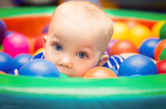 Aniversário Infantil de 1 ano do théo registrado pelo fotógrafo de festa infantil RJ Edu Nogueira num lindo cenário de safari nessa festa maravilhosa