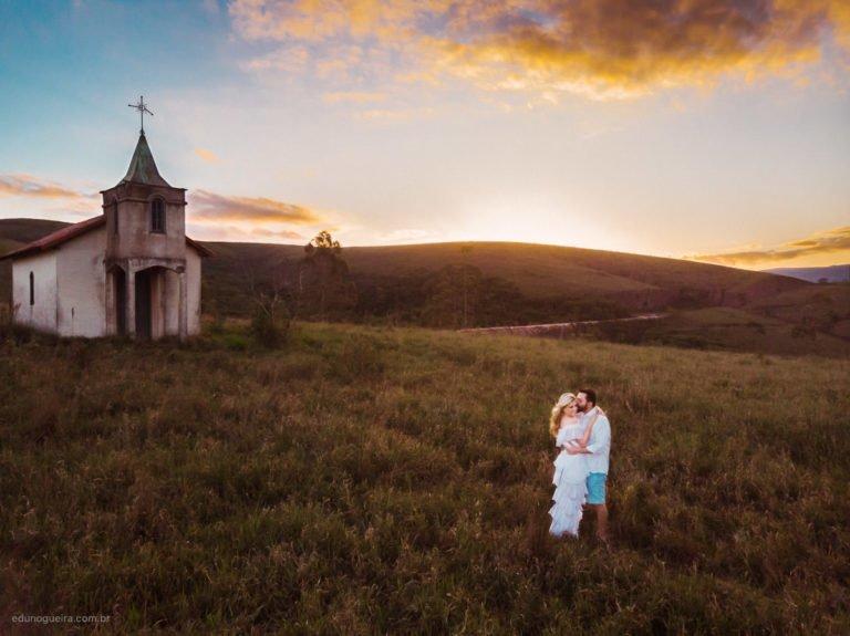 Déborah e Rodrigo - Ensaio pré-casamento em Minas Gerais registrado pelo fotógrafo de casamento no Rio de Janeiro Edu Nogueira. Fotografia de Casamento no Rio de Janeiro. Ensaio pré-wedding em Minas Gerais.